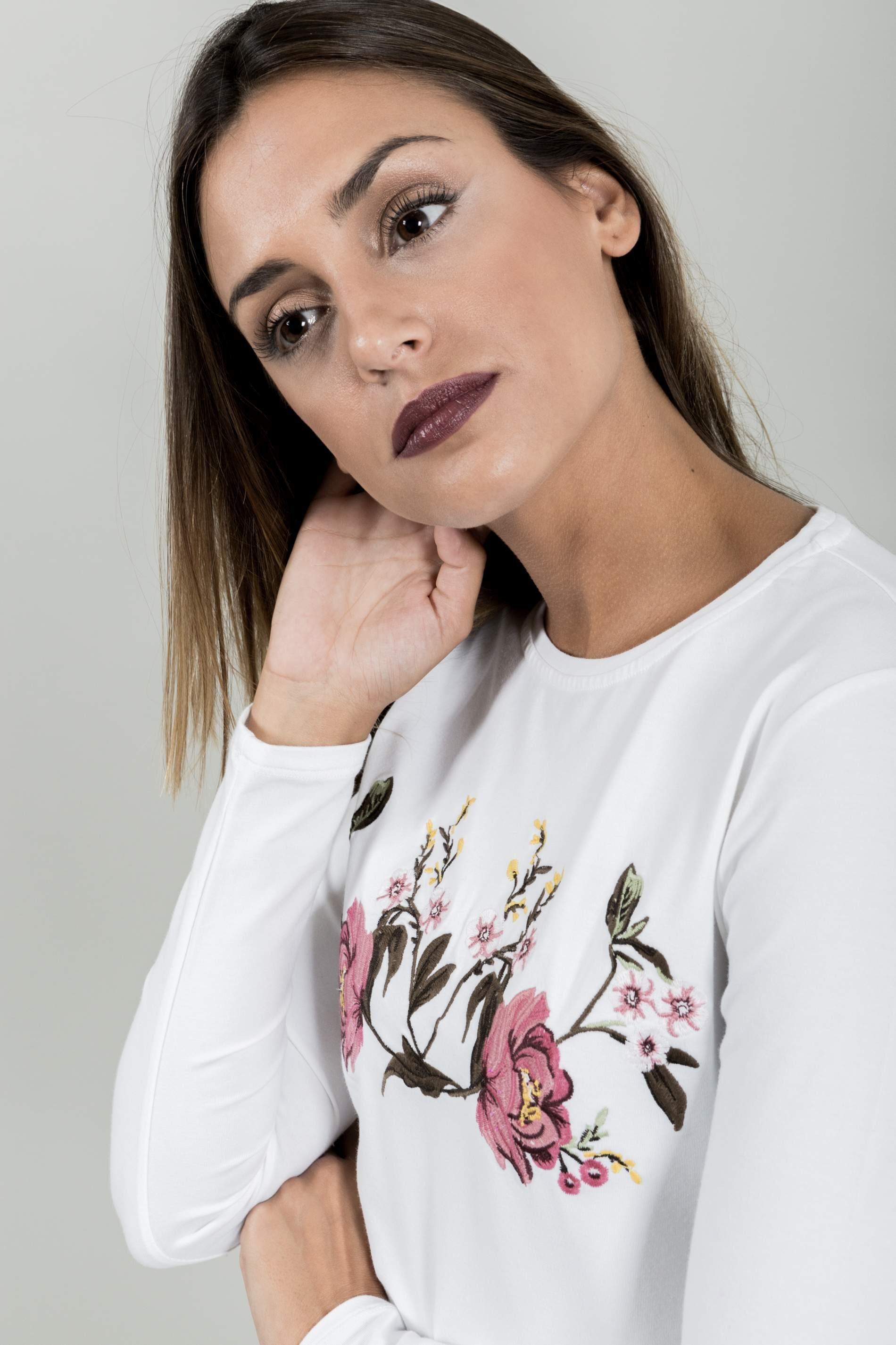 CAMISETA ROSAS BORDADAS